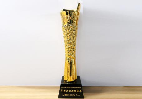 2018影响中国·中国汽车电视总评榜,众泰Z500EV Pro荣获年度新锐新能源车